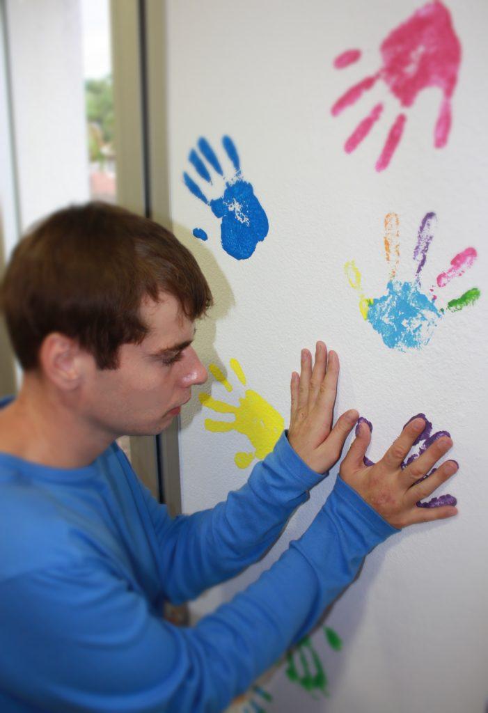 Autismo España anima a iluminar hoy de azul balcones y ventanas en el Día Mundial de Concienciación sobre el TEA