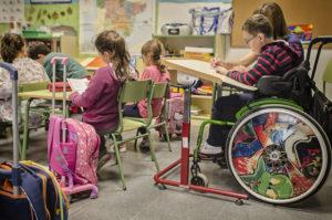 Una clase con niños con y sin discapacidad