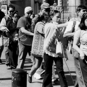 Solidaridad, invidentes, ayuda mutua, trabajo, compañerismo, y amistad es lo que refleja esta imagen. (Foto presentada a la edición 8 del  Concurso de Fotografía Digital del INICO - Fundación Grupo Norte)
