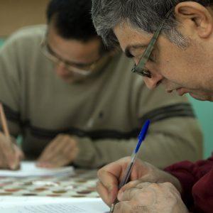 Dos alumnos del centro ocupacional preparando oposiciones (Foto presentada a la edición 9 del  Concurso de Fotografía Digital del INICO - Fundación Grupo Norte)