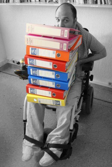 En época de exámenes hay que estudiar un sinfín de documentos y archivos. (Foto presentada a la edición 10 del  Concurso de Fotografía Digital del INICO - Fundación Grupo Norte)