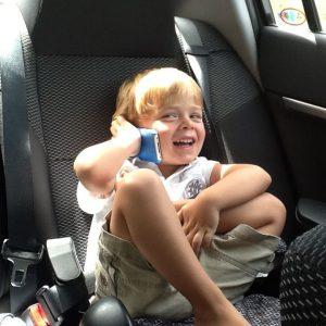 Iván, 4 años con una cardiopatía congénita y autismo, con la música disfruta tanto que puedes conseguir de él casi todo (Foto presentada a la edición 10 del  Concurso de Fotografía Digital del INICO - Fundación Grupo Norte)