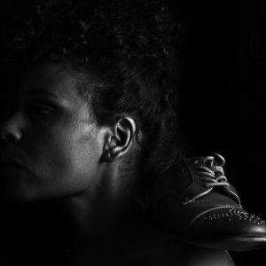 Barreras, retos, luchas y dificultades forman parte de mis días constantemente. Lo bueno de ello es que de esa manera no existen excusas para dejar de perseguir mis sueños. La vulnerabilidad de una persona, muchas veces, la marca uno mismo. Yo no marco limites sino objetivos. Cada imagen es una forma de enfrentamiento y de lucha, una manera de reivindicar el respeto de lo que hago, de defender lo que soy y de lo que me hace feliz. (Foto presentada a la edición 12 del  Concurso de Fotografía Digital del INICO - Fundación Grupo Norte)