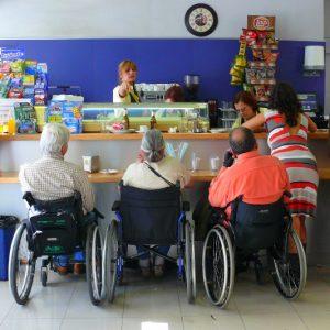 En el cafetín de la Fundación Para los Lesionados Medulares, de Madrid (Foto presentada a la edición 6 del  Concurso de Fotografía Digital del INICO - Fundación Grupo Norte)