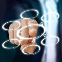 Un dedo señala un círculo entre varios disponibles. Elección de tema